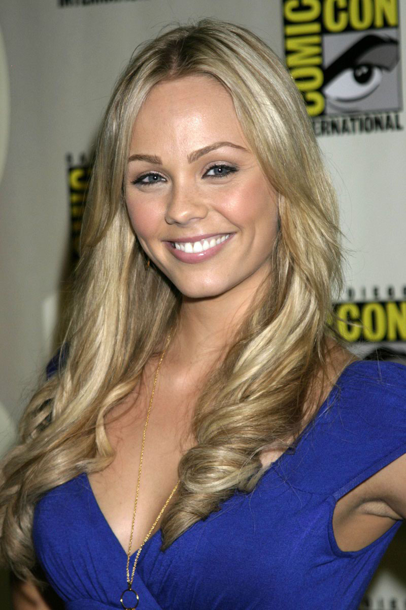 Laura Vandervoort - Photo Set