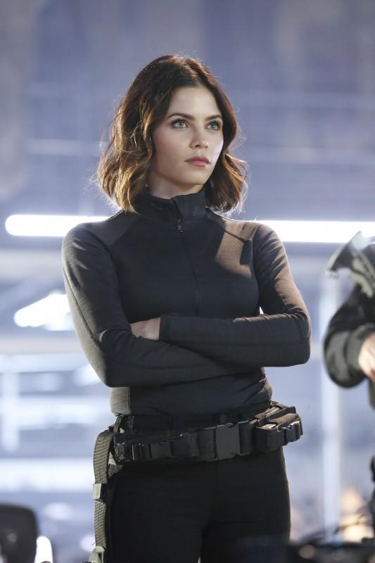 Supergirl 1x18 09