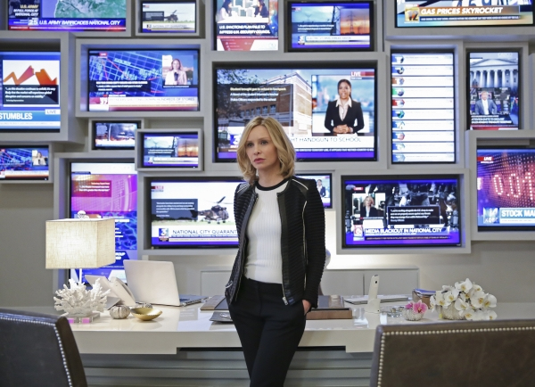 Supergirl 1x19 02Photo: Cliff Lipson/CBS ©2016 CBS Broadcasting, Inc. All Rights Reserved.