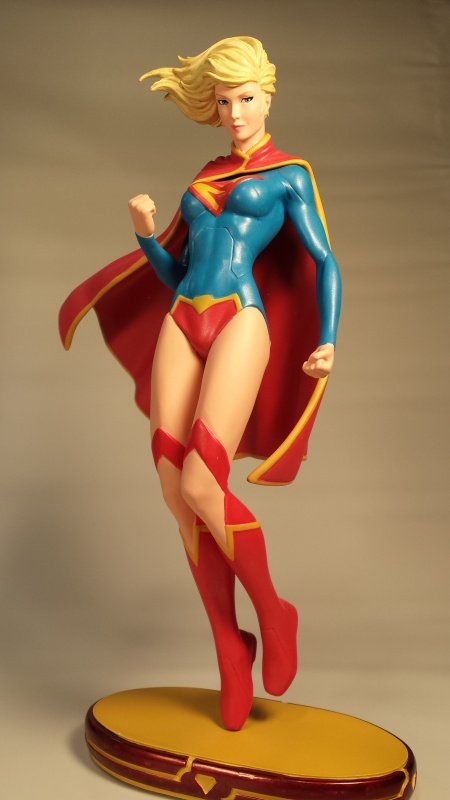 DC-Cover-Girls-Supergirl-Statue-01-20140301