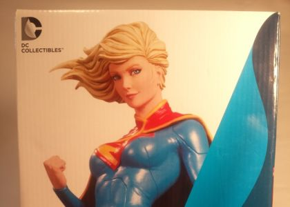DC-Cover-Girls-Supergirl-Statue-Box-20140301