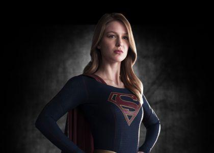 Melissa Benoist in Supergirl costum first look full body