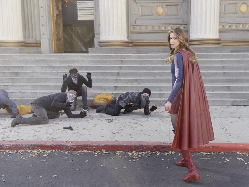 Supergirl-1x17-03