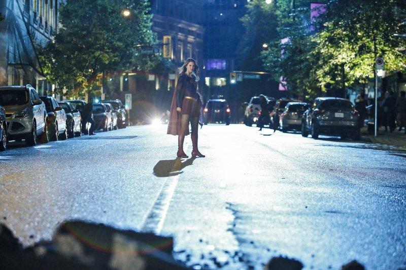 Supergirl 2x06 01 [hi-res]