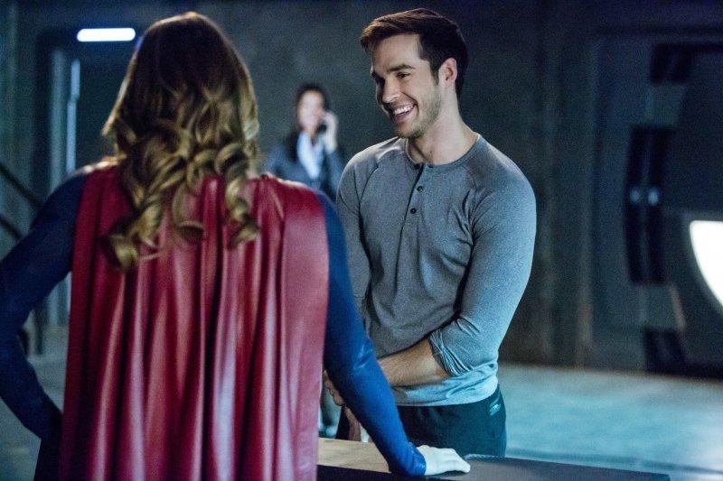 Supergirl 2x10 13
