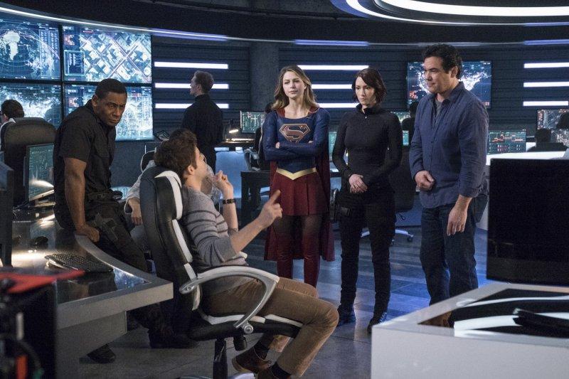 Supergirl 2x14 14