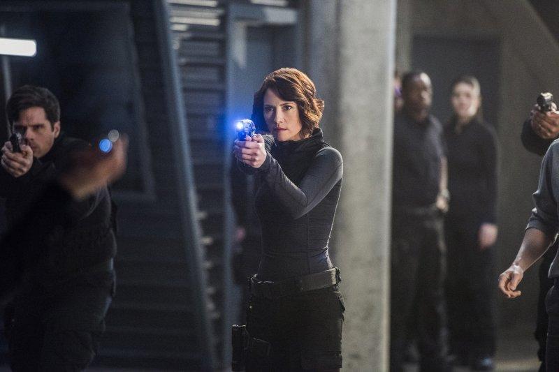 Supergirl 2x16 26