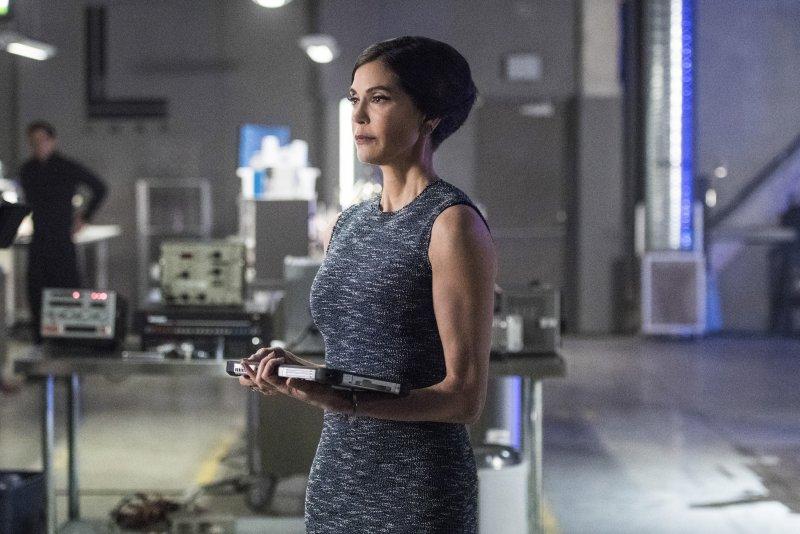 Supergirl 2x20 09