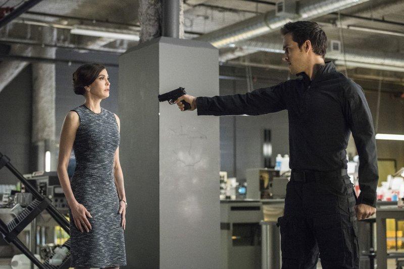 Supergirl 2x20 12