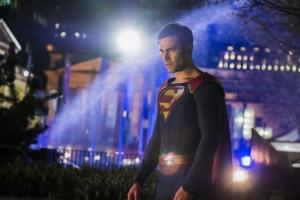 Supergirl 2x22 24